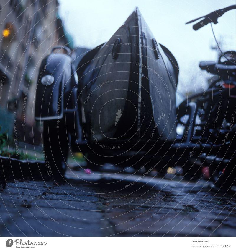 bei Wagen Motor Motorrad Beiwagen Oldtimer Geschwindigkeit Beschleunigung fahren Speichen Lampe Muster Maschine Rocker Fahrtwind Helm Monster Maschinenbau