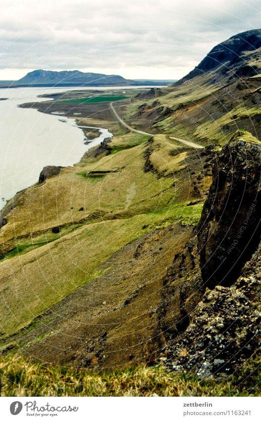 Island (16) Himmel Natur Ferien & Urlaub & Reisen Wasser Meer Wolken Ferne Berge u. Gebirge Reisefotografie Wiese Gras Felsen Horizont wandern Textfreiraum