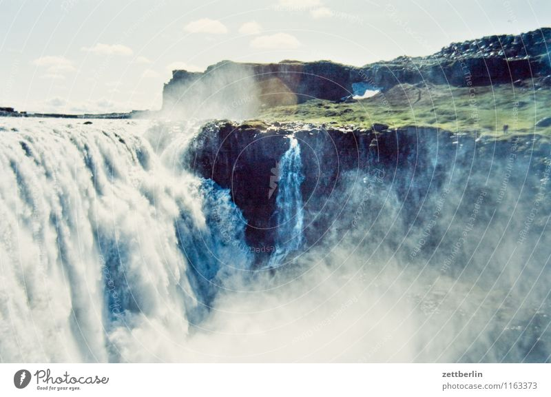 Island (10) Himmel Natur Ferien & Urlaub & Reisen Wasser Meer Wolken Ferne kalt Reisefotografie Berge u. Gebirge Felsen Horizont Tourismus Textfreiraum Insel