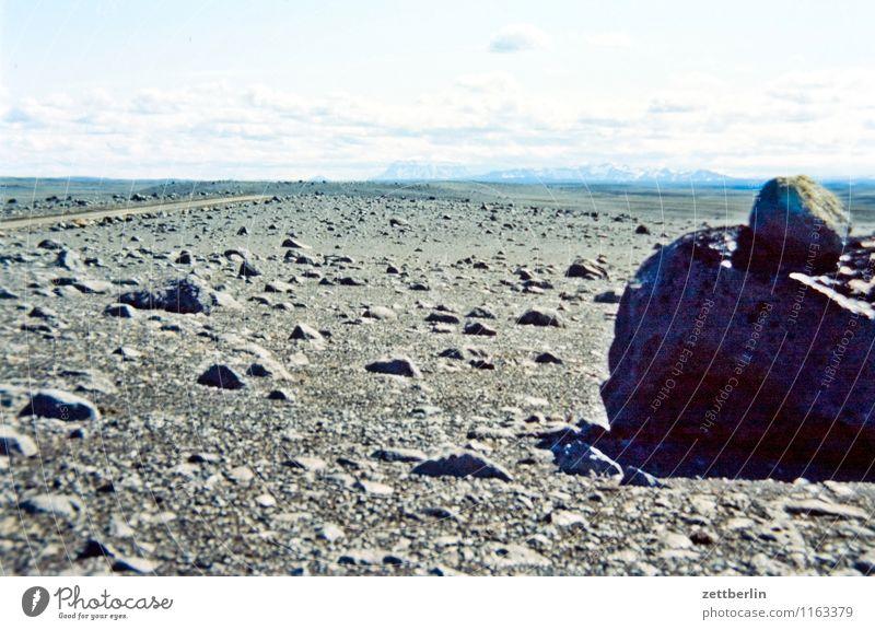 Island (9) Himmel Natur Ferien & Urlaub & Reisen Wolken Ferne kalt Reisefotografie Berge u. Gebirge Straße Felsen Horizont Tourismus Textfreiraum Insel Hügel