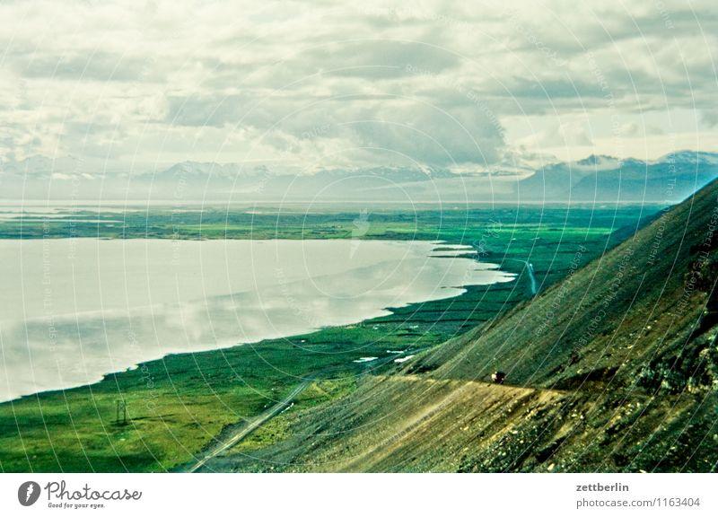 Island (12) Himmel Natur Ferien & Urlaub & Reisen Wasser Meer Wolken Ferne kalt Berge u. Gebirge Reisefotografie Wiese Gras Horizont Tourismus wandern