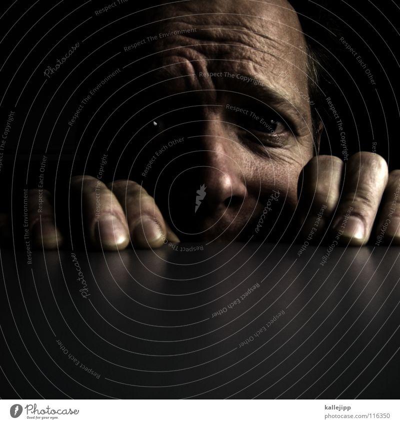 countdown Mann Hand Gesicht Auge Angst Nase Finger Tisch Elektrizität Schreibtisch Falte verstecken Panik Warnhinweis Fingernagel Nervosität