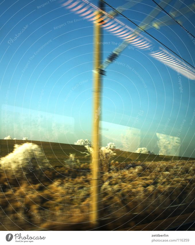 Bahnfahrt nach Norden 4 Himmel Baum Winter Ferien & Urlaub & Reisen Lampe Schnee Landschaft Eisenbahn fahren Sträucher Raureif Durchgang Oberleitung unreif