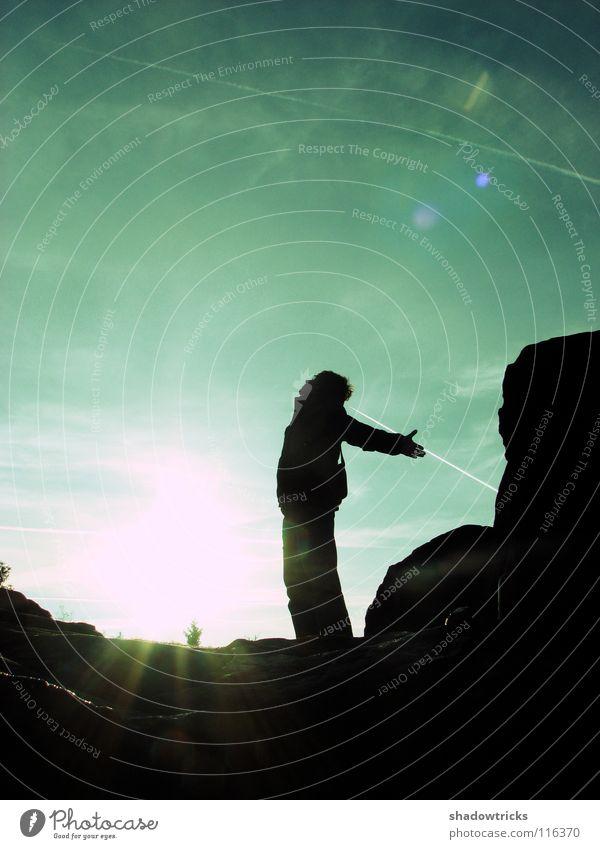DER SCHREI Gegenlicht rein Hügel Mensch Himmel Freiheit Sonne Silhouette Natur natur pur Wildtier wildlife Berge u. Gebirge Perspektive natürlich Außenaufnahme