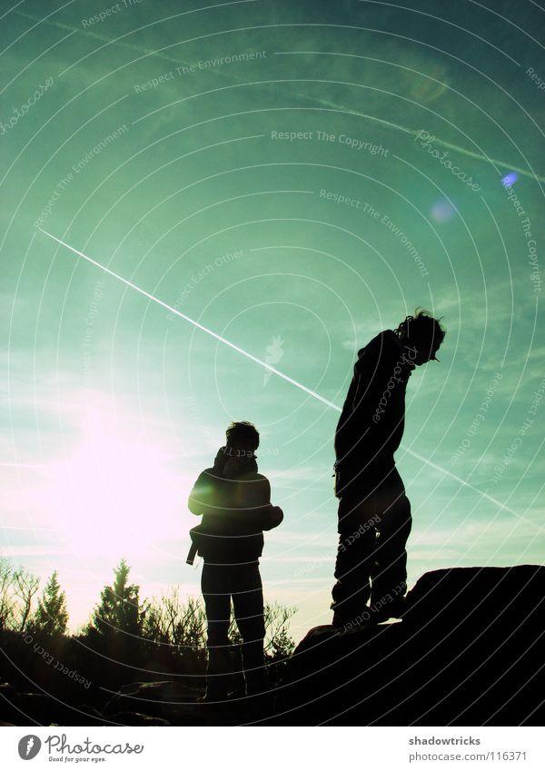 ZWEI MENSCHEN Gegenlicht Rastalocken rein Hügel Mensch Himmel Freiheit Sonne Silhouette Natur natur pur Wildtier wildlife Berge u. Gebirge Perspektive natürlich