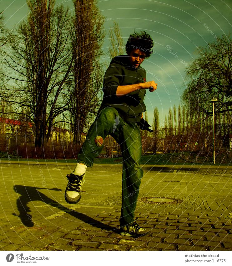KICK THE OLD YEAR AWAY Baum grün Freude Sport Leben Spielen Sand Kraft klein Aktion Ball Freizeit & Hobby Wildtier Dynamik