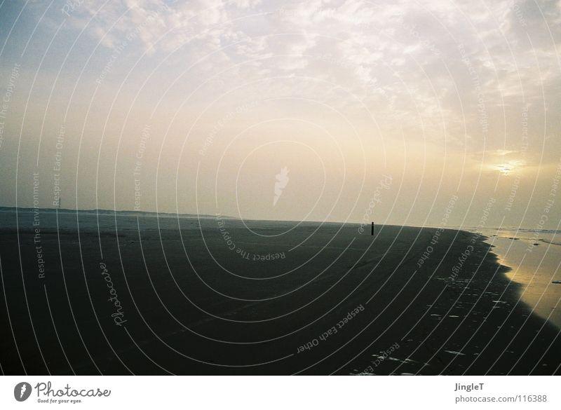 Weitblick Aussicht Horizont Wolken Meer Strand Erinnerung Einsamkeit Küste Gedanke lesen Spaziergang Ameland Niederlande Landkreis Friesland Himmel Sand