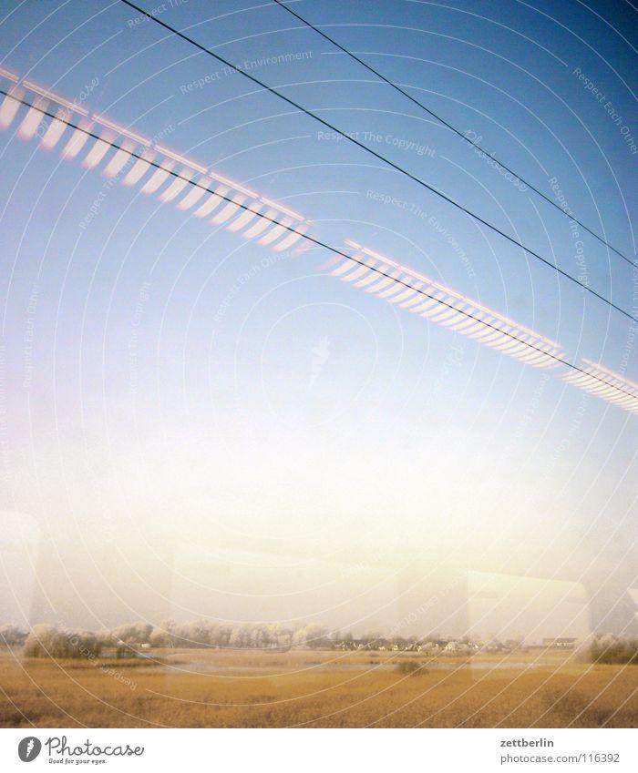Bahnfahrt nach Norden 5 Baum Sträucher Winter unreif Eisenbahn Abteilfenster Oberleitung Licht Lampe Reflexion & Spiegelung fahren Durchgang Verkehr Landschaft