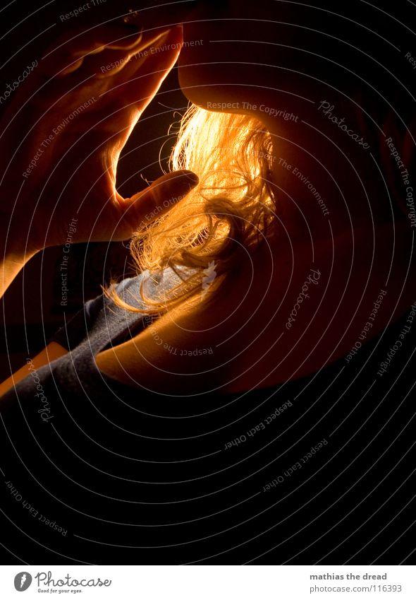 SMOKE Frau Mensch blau Hand schön feminin Leben dunkel Beine orange sitzen Haut warten Brand verrückt gefährlich