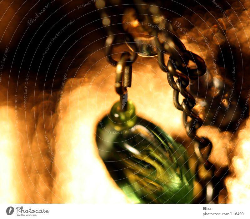 Goldglanz schön grün Lampe Wärme glänzend gold nah Physik Reichtum Schmuck niedlich Perle Kette Halskette verschönern Ohrringe