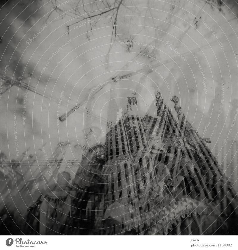 schwindelig | Vertigo Ferien & Urlaub & Reisen Stadt Baum dunkel schwarz Wand Architektur Mauer Religion & Glaube Treppe Angst Tourismus Sträucher Kirche Turm
