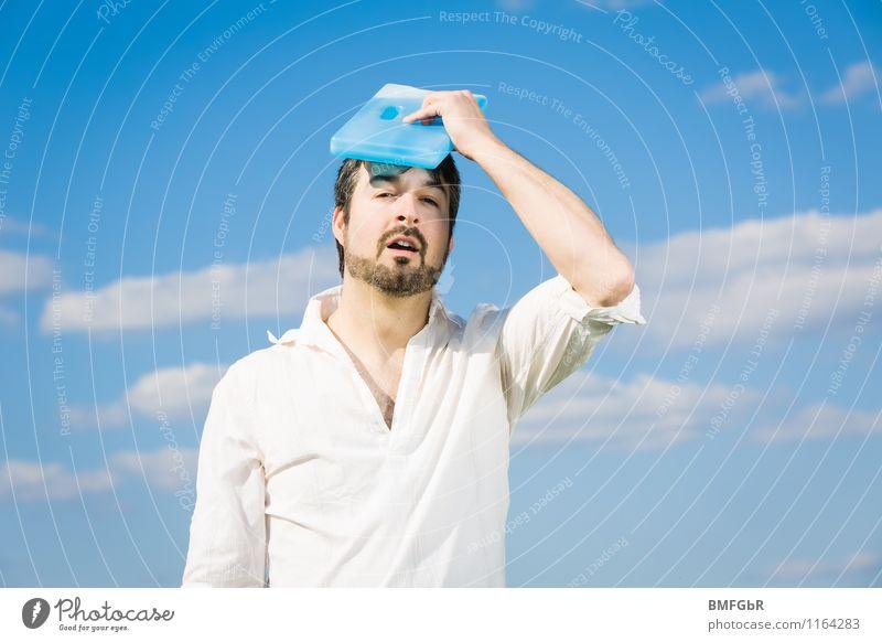 Cool Down Mensch Himmel Mann blau weiß Erholung Wolken kalt Erwachsene Umwelt Wärme lustig Gesundheit maskulin Wetter Zufriedenheit