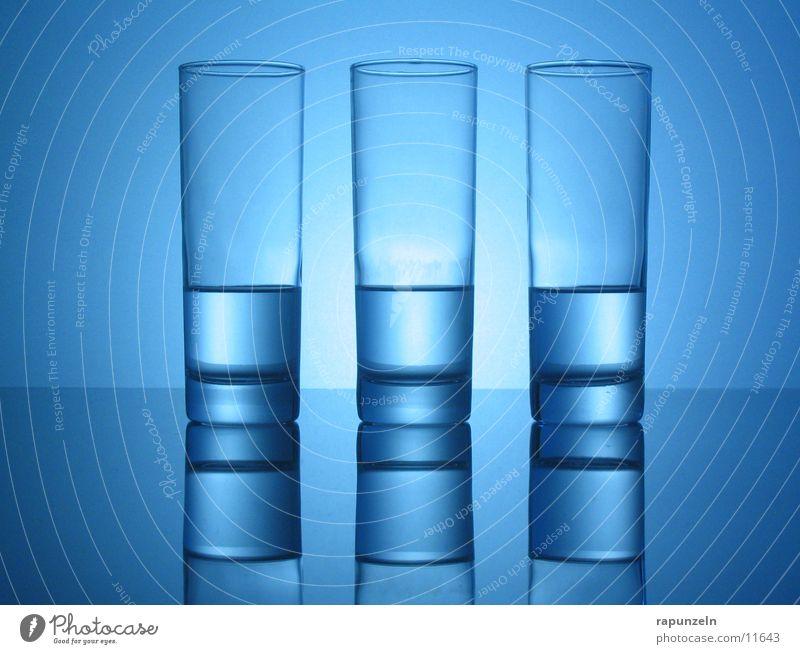 Blaues Glas #04 Wasser blau Ernährung Zufriedenheit Glas trinken Spiegel Glätte gleich Getränk Longdrink