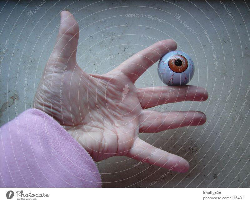 Zwischenstand Hand Auge Finger Vergänglichkeit festhalten obskur Pupille spreizen