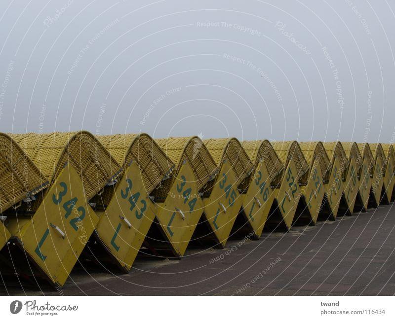 Strandkorb Meer Strand Ferien & Urlaub & Reisen gelb grau Küste trist Reihe Nordsee Strandkorb
