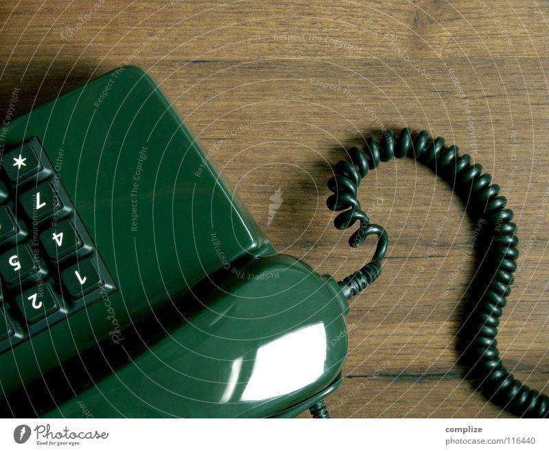 Telefon 6. alt grün Baum Holz braun Wohnung warten retro Ziffern & Zahlen Kabel Vergangenheit Verbindung Dienstleistungsgewerbe Mobilität Siebziger Jahre