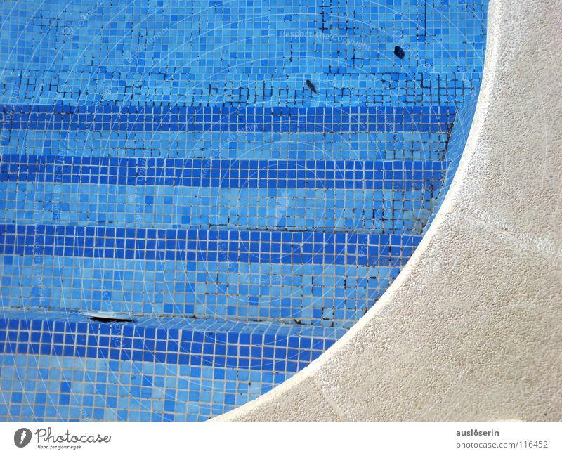 Pool Schwimmbad Mallorca Ferien & Urlaub & Reisen nass Am Rand Wasser Detailaufnahme blau Treppe Bogen Strukturen & Formen