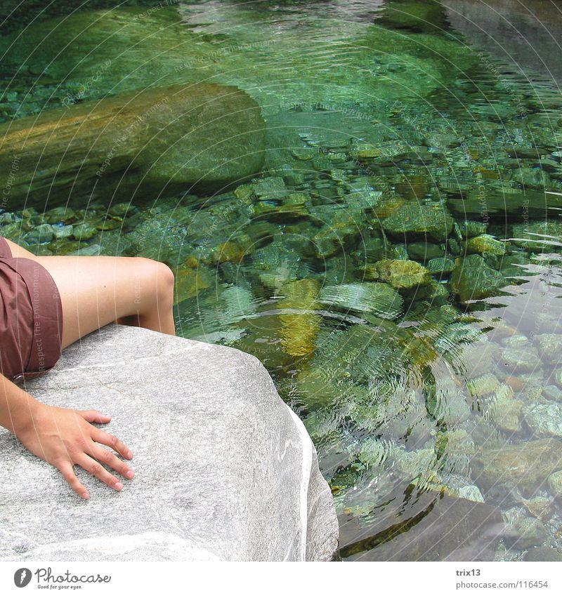 wasserring Wasser Kreis Stein durchsichtig Hand Beine Hose Quadrat Fluss Schwimmen & Baden Sonnenbad gemütlich Erholung kalt Knie ruhig Einsamkeit Bach Fußbad