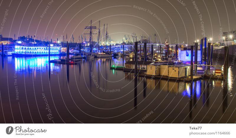 Hamburg Hafen NACHTS II Hamburger Hafen Stadt Hafenstadt Menschenleer Sehenswürdigkeit Wahrzeichen Denkmal ästhetisch Farbfoto Nacht Licht Schatten Kontrast