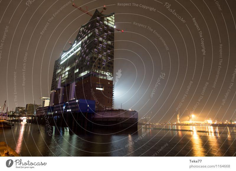 Elbphilharmonie Nachts II Stadt Architektur Gebäude Fassade ästhetisch Hamburg Bauwerk Skyline Denkmal Wahrzeichen Sehenswürdigkeit Tower (Luftfahrt) Hafenstadt