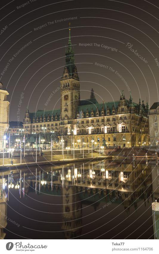 Hamburch #Rathaus I Sightseeing Hamburg Stadt Hafenstadt Fassade Sehenswürdigkeit Wahrzeichen Tower (Luftfahrt) Ornament ästhetisch Hamburger Nacht Farbfoto
