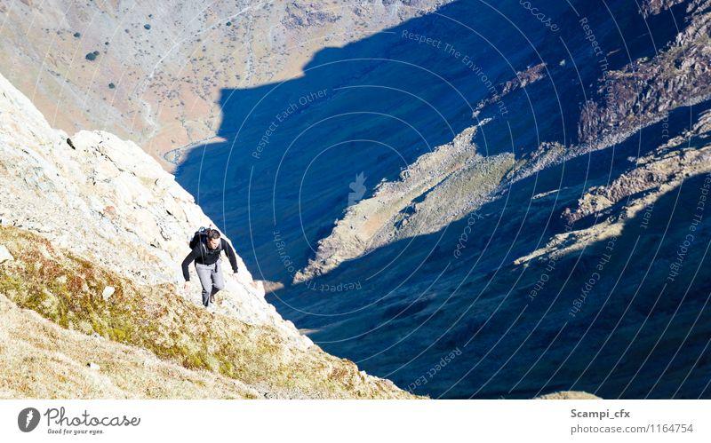 Aufstieg maskulin Junger Mann Jugendliche 1 Mensch 18-30 Jahre Erwachsene Umwelt Natur Landschaft Schönes Wetter Felsen Berge u. Gebirge Sport wandern natürlich