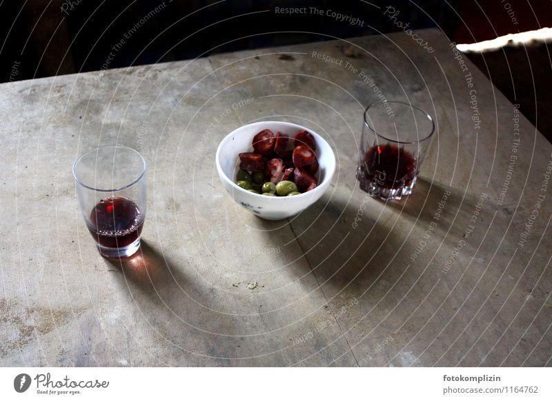zwei_pause Wurstwaren Fingerfood Wein Tisch Schalen & Schüsseln Glas genießen Armut einfach Zusammensein lecker Gastfreundschaft bescheiden sparsam Erholung