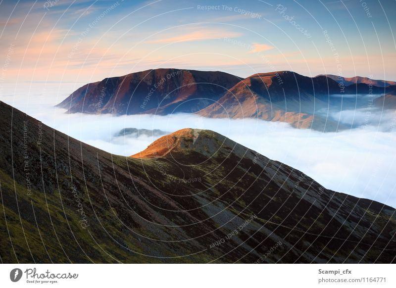 Der schöne Moment Landschaft Urelemente Himmel Wolken Sonnenaufgang Sonnenuntergang Schönes Wetter Hügel Berge u. Gebirge entdecken Erholung wandern Ferne