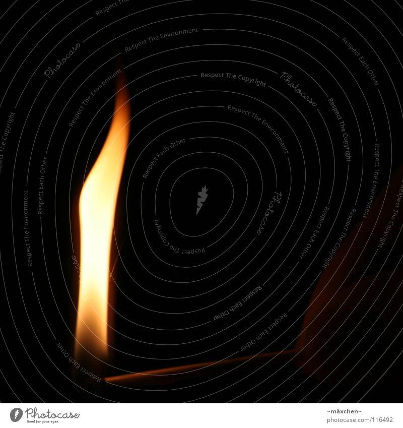 entflammt Hand schwarz gelb dunkel Wärme Brand Finger Feuer Kerze Physik heiß Flamme Streichholz Fingernagel anzünden entzünden
