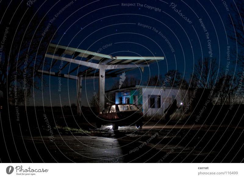 2050: Tankstellen Insel Poel Wismar Mobilität unterwegs Nacht Blitze trist Verfall Zerstörung Umwelt dunkel Zukunft utopisch Außenaufnahme Langzeitbelichtung
