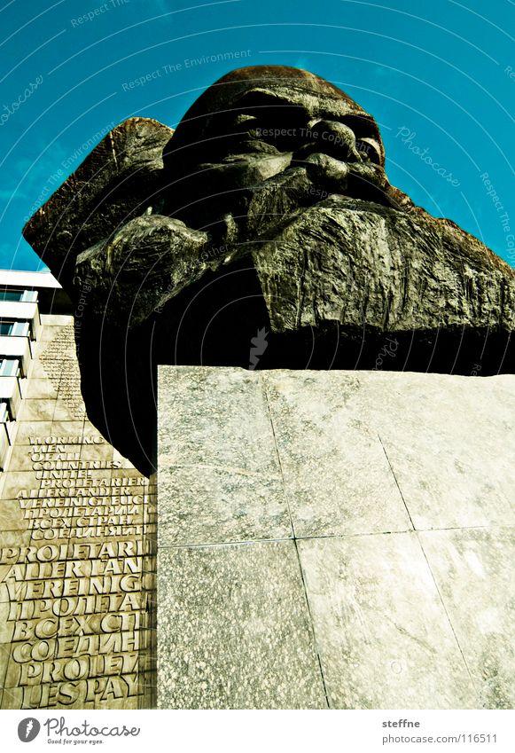 KARLITOS Chemnitz Kopf Statue Denkmal Wahrzeichen Kunst Kommunismus Marktwirtschaft Philosophie schwarz grau links Sozialismus Kapitalismus Arbeiter