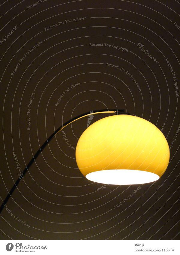 ... bei meiner Schwester gelb Lampe dunkel hell Raum retro rund Dekoration & Verzierung Häusliches Leben Kugel Innenarchitektur Möbel gemütlich Haushalt
