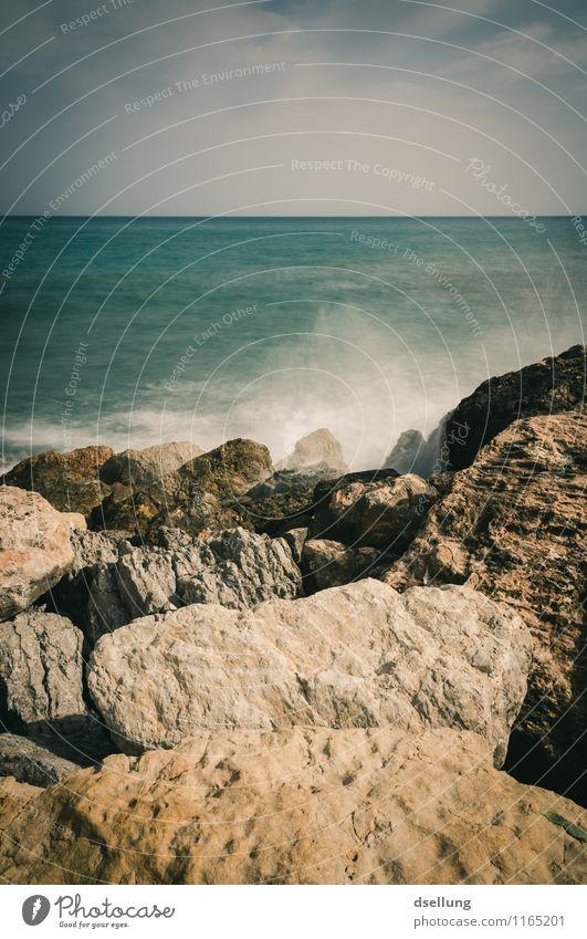 Felsenküste am Meer Urelemente Romantik Reflexion & Spiegelung Lichterscheinung Sonnenstrahlen Farbfoto Wellengang grün blau Himmel Stein Spanien denia Umwelt