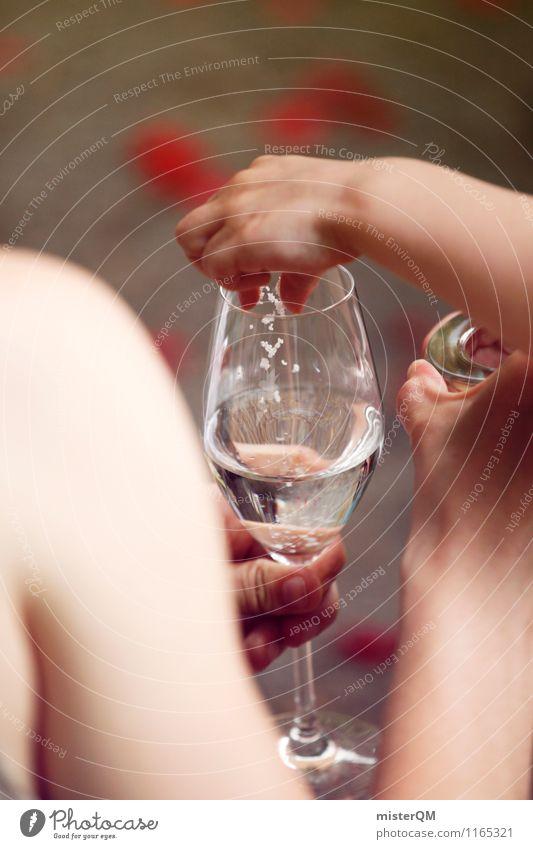 Spaß im Glas. Kunst ästhetisch Weissweinglas lecker trinken Hochzeit Hochzeitszeremonie Hochzeitsgesellschaft Zeremonie Farbfoto Gedeckte Farben Außenaufnahme