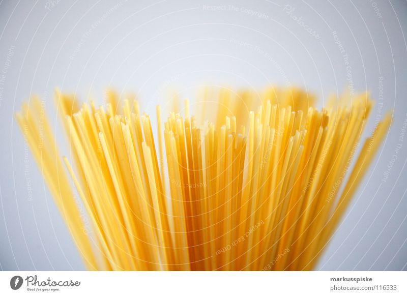 pasta Nudeln Spaghetti Teigwaren Stab lang dünn Italien gelb Mehl Vegetarische Ernährung Strukturen & Formen Ei