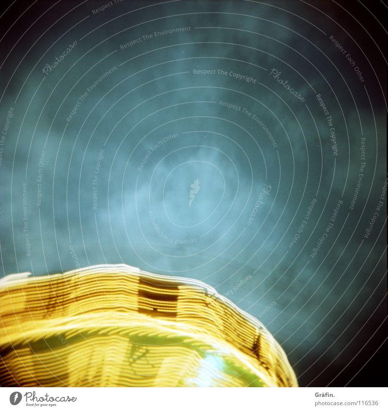 Neujahrshimmel Freude dunkel Lampe Geschwindigkeit festhalten drehen Jahrmarkt Kette erleuchten Dom Glühbirne Nähgarn Nachthimmel UFO Karussell außerirdisch