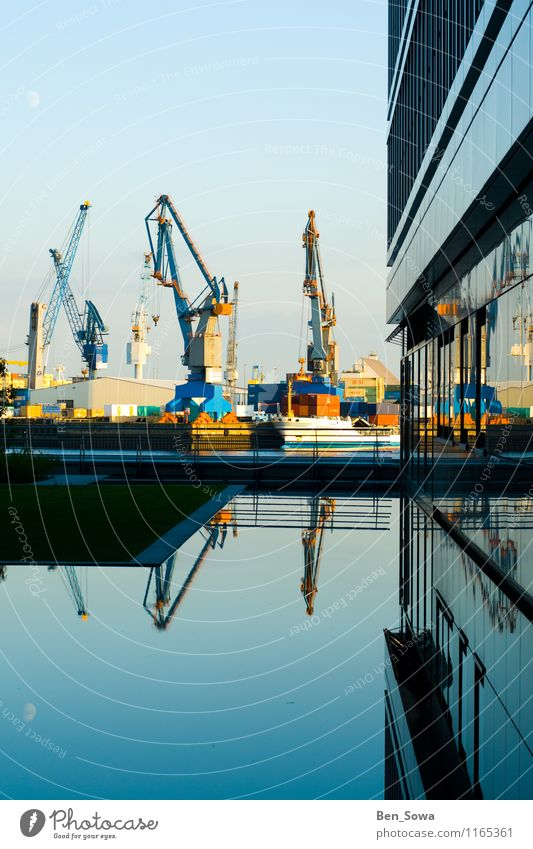 Hamburger HafenCity Stil Design Wohnung Arbeitsplatz Wirtschaft Güterverkehr & Logistik Kran Container Containerschiff Containerterminal Containerverladung
