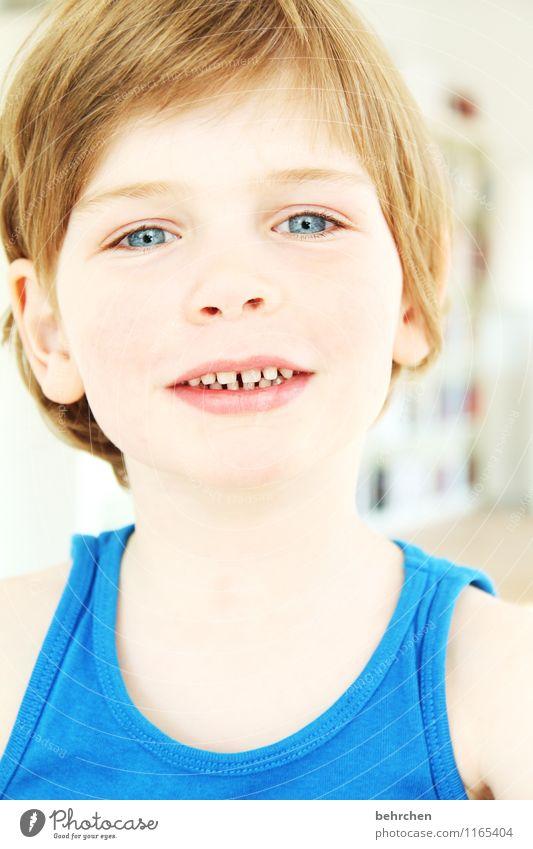 """""""wenn man glücklich ist... Kind Junge Kindheit Haut Kopf Haare & Frisuren Gesicht Auge Ohr Nase Mund Lippen Zähne 3-8 Jahre blond langhaarig beobachten Blick"""