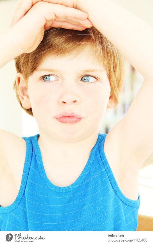 so in etwa Kind Junge Familie & Verwandtschaft Kindheit Körper Haut Kopf Haare & Frisuren Gesicht Auge Ohr Nase Mund Lippen Arme Hand Finger 3-8 Jahre blond