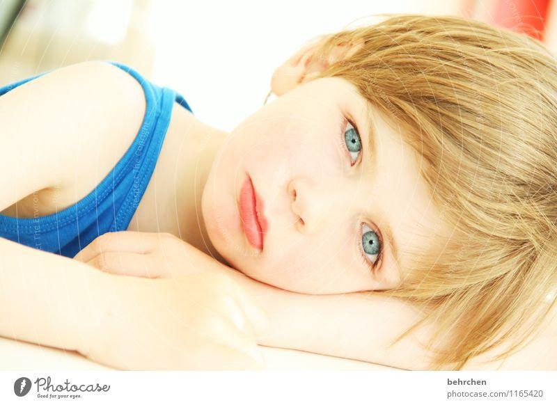 ALLES was zählt! Kind blau schön Hand Gesicht Auge Liebe Junge Familie & Verwandtschaft Haare & Frisuren Kopf träumen Körper blond Kindheit Arme