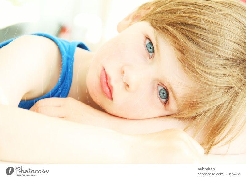 das größere wunder... Kind Junge Kindheit Haut Kopf Haare & Frisuren Gesicht Auge Ohr Nase Mund Lippen Arme 3-8 Jahre blond langhaarig beobachten träumen