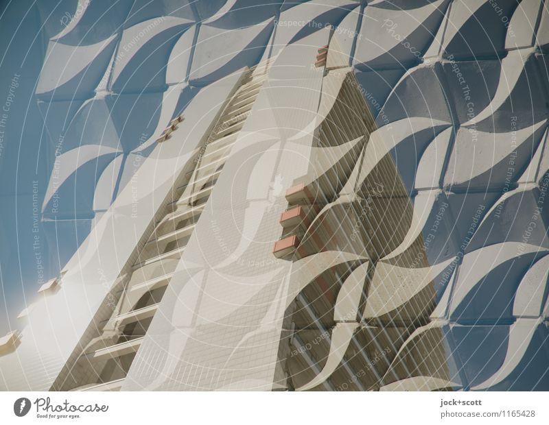 allerlei Wellplatte Leben Bewegung grau Linie Fassade Design elegant ästhetisch Beton Schönes Wetter retro Schutz Netzwerk fest Wolkenloser Himmel Wohnhochhaus