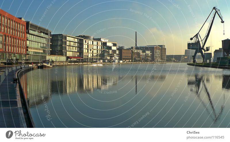 Kreativkai : Stadthafen1, Münster_02 Spiegel Reflexion & Spiegelung Kran Baukran himmelblau ruhig Wasserfahrzeug Neubau Altbau Renovieren Zerreißen Hafen