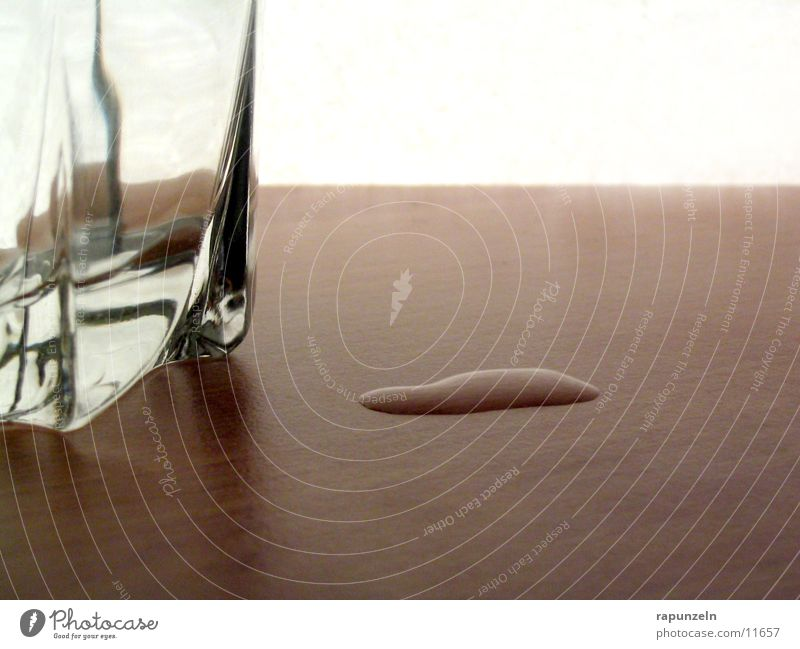 Daneben #2 Wasser Ernährung Holz Glas Wassertropfen Tisch Seite Whiskey verschütten