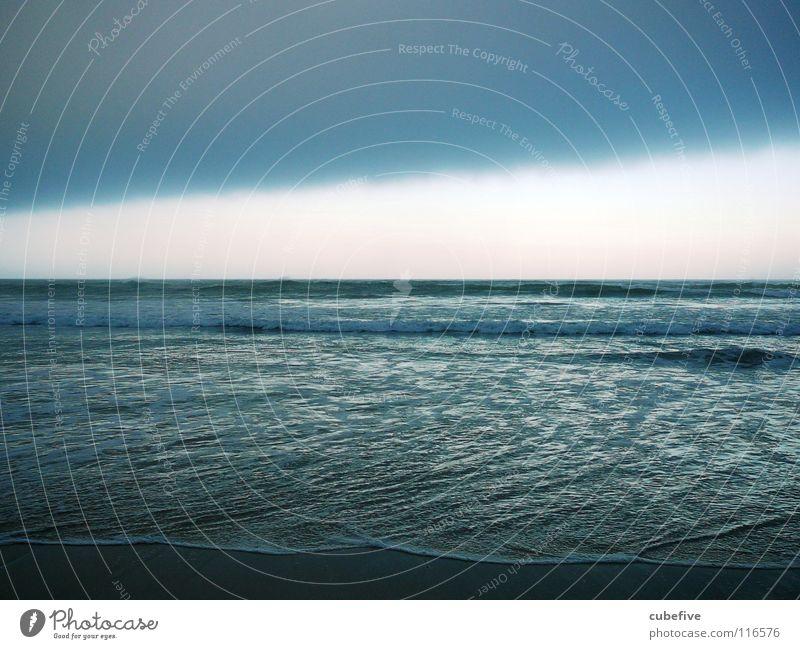Unwetter am Meer Natur Wasser Himmel blau Wolken dunkel Angst Horizont gefährlich ungewiss Südafrika