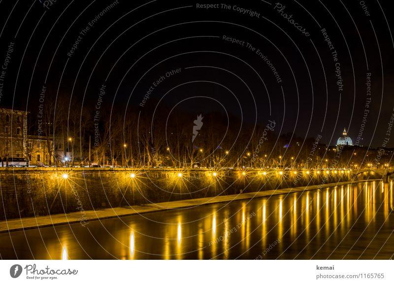 When in Rome: Lichtspiele Stadt Wasser ruhig dunkel Gebäude Stimmung leuchten Europa Italien Fluss Straßenbeleuchtung Bauwerk Flussufer Wahrzeichen Hauptstadt