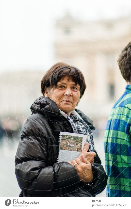 When in Rome: Touristin Mensch Frau Ferien & Urlaub & Reisen Freude Erwachsene Leben Senior feminin Glück Zufriedenheit Freizeit & Hobby Tourismus stehen Fröhlichkeit 45-60 Jahre 60 und älter
