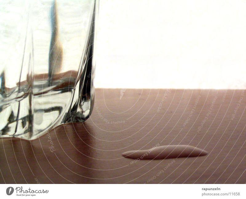 Daneben #1 Wasser Ernährung Holz Glas Wassertropfen Tisch Seite Whiskey verschütten