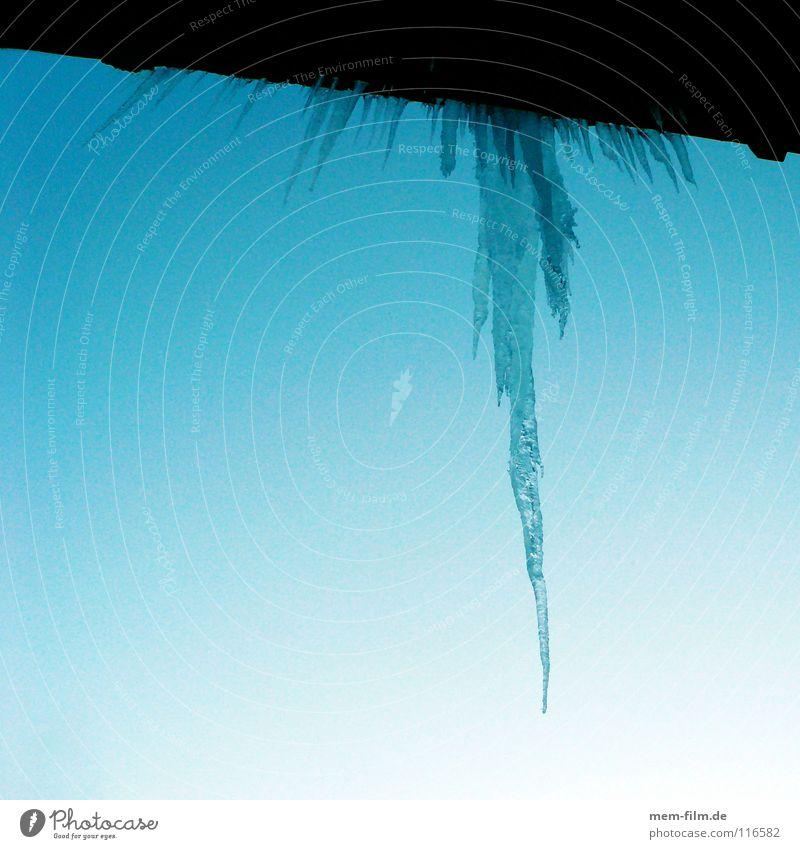 tropfeis Wasser Himmel blau Winter kalt Schnee Fenster grau Wärme Eis Wassertropfen Frost Dach Klima Physik Spiegel