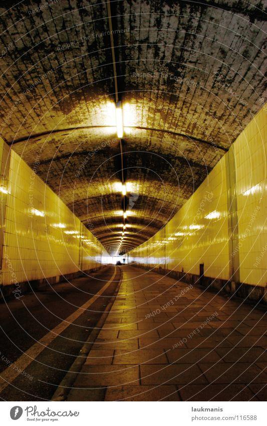 Leuchtenbergunterführung Einsamkeit dunkel dreckig Architektur Tunnel fließen Unterführung
